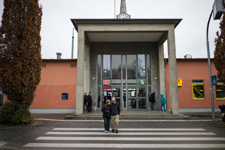 Sakis and Albena took a bus from the airport to the railway station in Freising to open a bank account at the local Postbank branch. They applied online before coming to secure a € 100 bonus. Thursday, November 22, 2012.